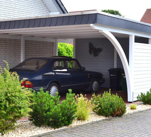 Carport mit Abstellraum in Halle