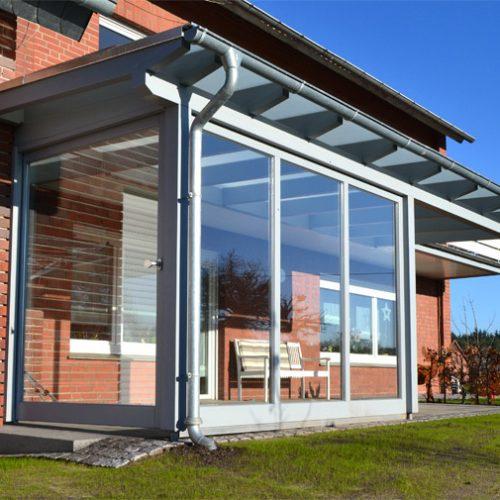 Terrassendach mit Seitenteil und Schiebetür Lintel