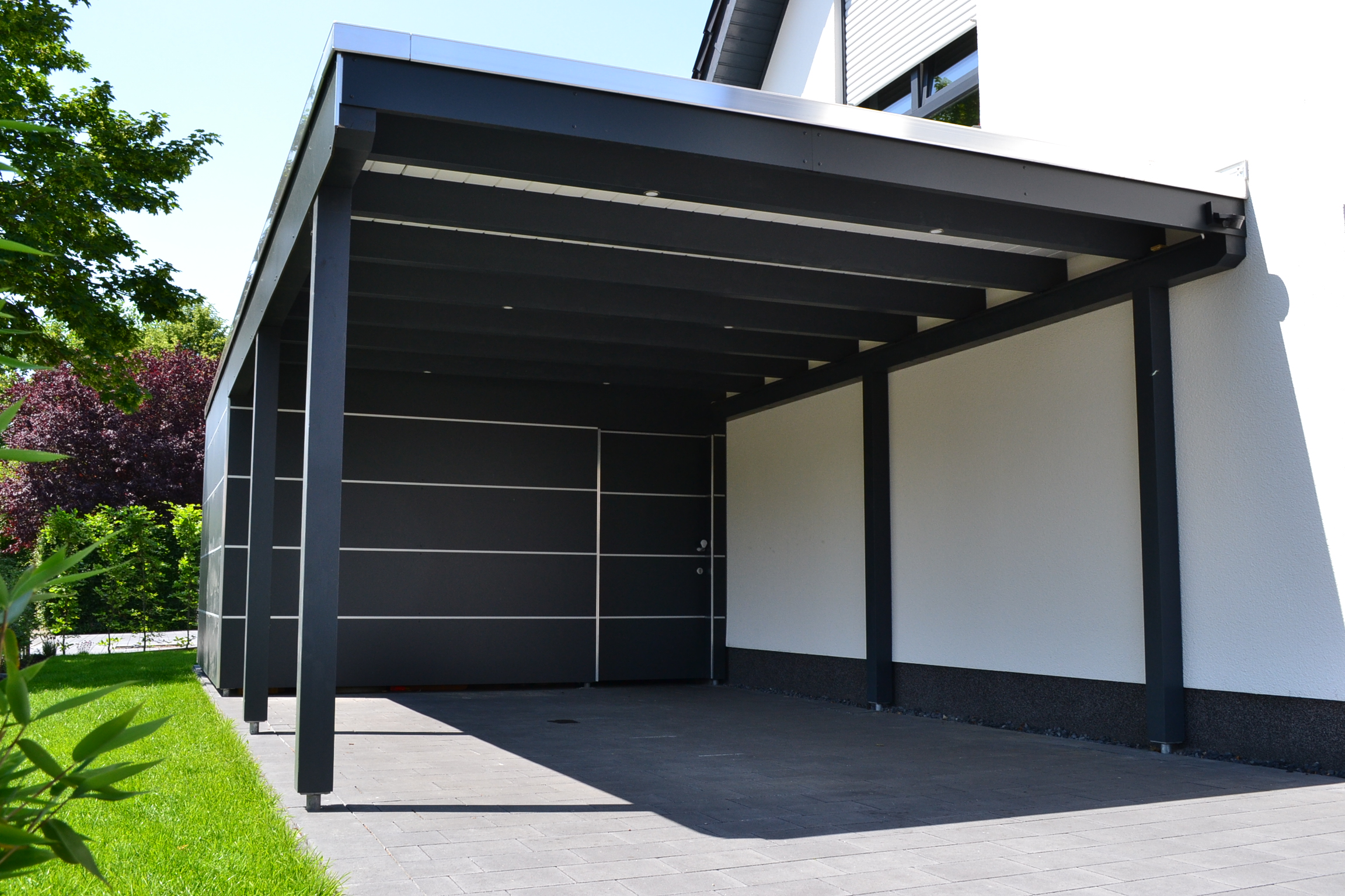 flachdachcarport mit 8mm trespa platten und abstellraum in verl pollmeier holzbau gmbh. Black Bedroom Furniture Sets. Home Design Ideas