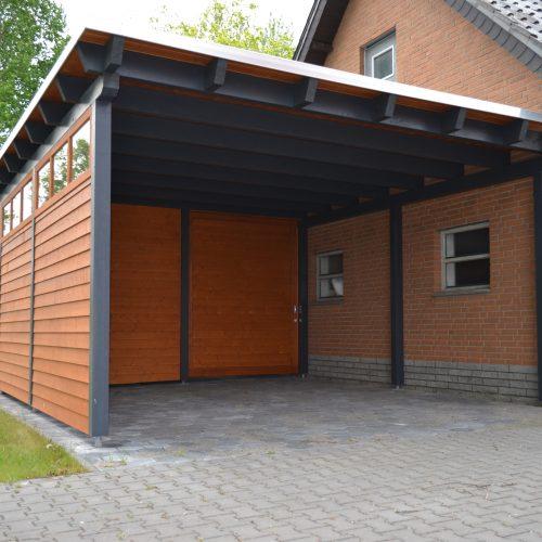 Flachdachcarport mit Abstellraum und Schiebetür in Delbrück