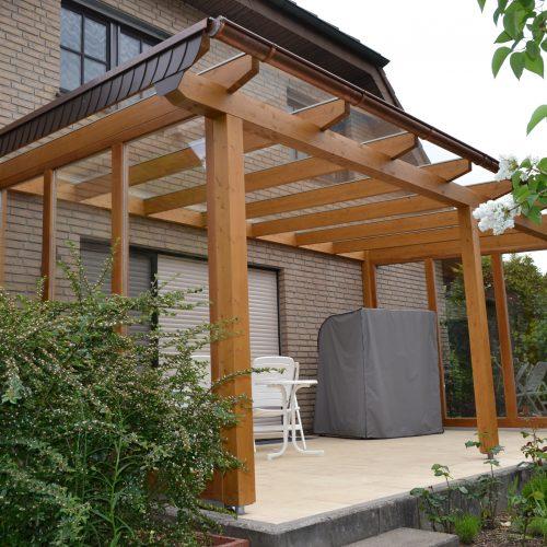 Holzterrassendach mit Seitenteilen in Halle