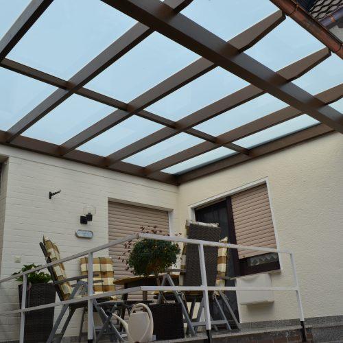 Holzterrassendach mit VSG Glas matt in Gütersloh