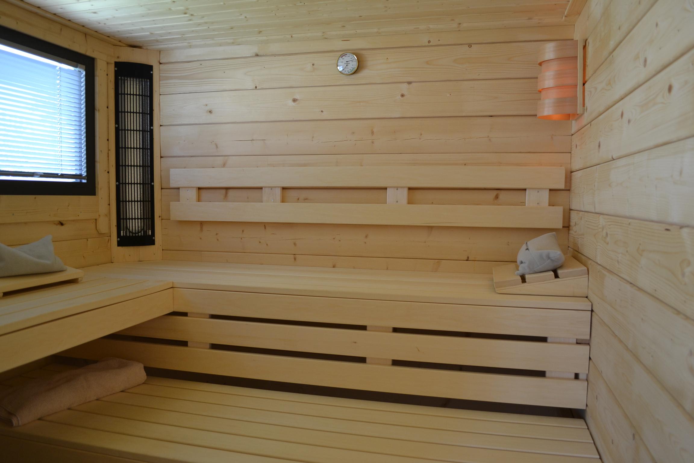 saunahaus aus 70mm blockbohlen als flachdach in g tersloh pollmeier holzbau gmbh. Black Bedroom Furniture Sets. Home Design Ideas