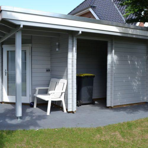 Flachdachgartenhaus aus 45 mm Blockbohlen in Steinhagen