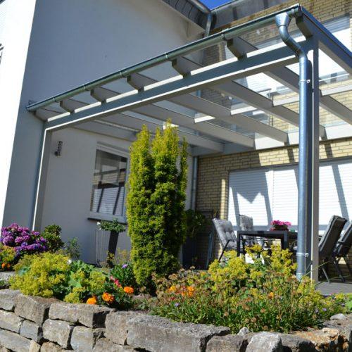 Holzterrassendach mit VSG Glas in Verl