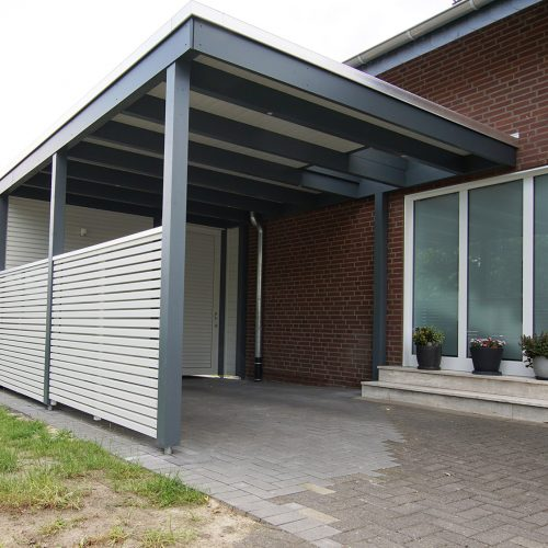Flachdachcarport mit Abstellraum und Rhombusprofil in Sende