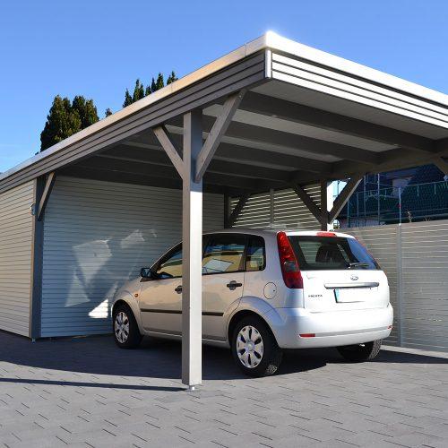 Flachdachcarport mit Rhombusprofil und Abstellraum in Liemke