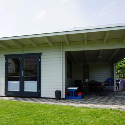 Gartenhaus aus 45mm BB mit Freisitz in Stukenbrock