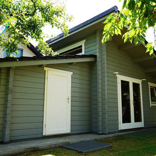 Gartenhaus aus 95mm BB mit versetztem Pultdach in Verl