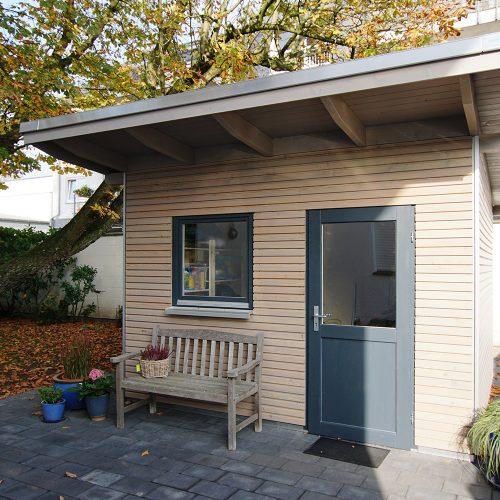 Gartenhaus in Gütersloh mit Rhombusprofil in Lärche