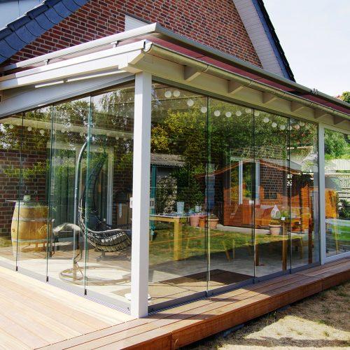 Holzterrassendach mit Glasschiebeanlagen in Quelle