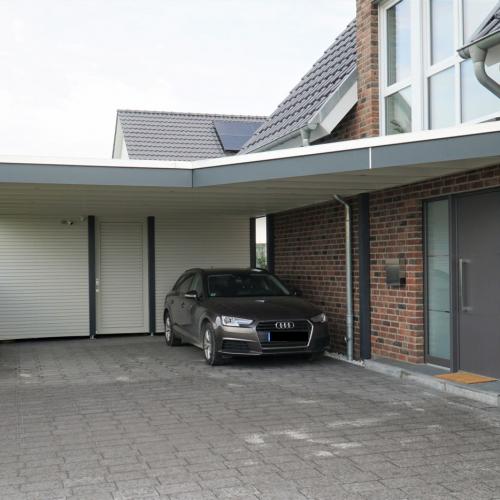 Doppelcarport mit Haustürvordach in Langenberg